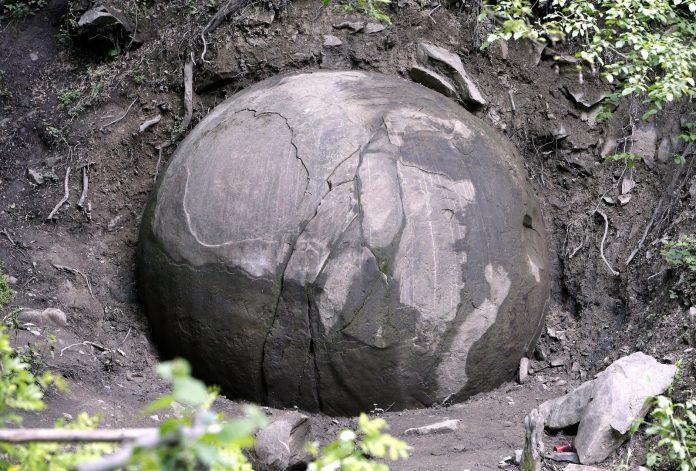 La misteriosa sfera di pietra bosniaca e il sito di Visoko