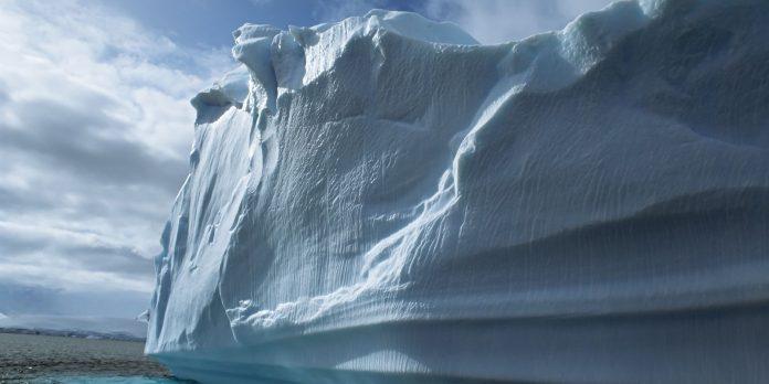 Antartide: altro enorme iceberg alla deriva