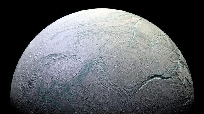 Anche su Encelado sono presenti macromolecole organiche